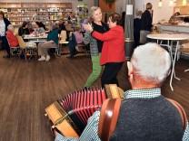 Cafe und Tanz