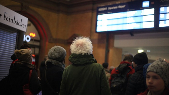 Storm Friederike Brings Transport Stop And Deaths To Germany
