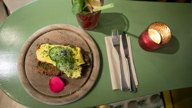 Frühstücken Im Café Gartensalon In Der Maxvorstadt München
