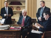 Donald Trump, Reince Priebus, Mike Pence, Sean Spicer, Michael Flynn