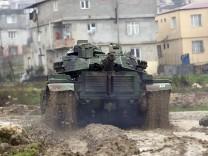 Türkische Truppen an der Grenze zu Syrien