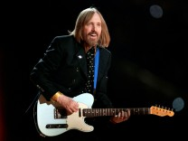 FILE PHOTO: Singer Petty and the Heartbreakers perform during the half time show at Super Bowl XLII in Glendale