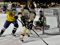 Starnberg: Eisfläche Kirchplatz Promieishockeyspiel