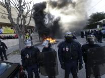 Gefängnispersonal in Frankreich errichtet Blockaden
