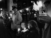 Lichterkette München, 1992 | Candle-lit demonstration against racism in Munich, 1992
