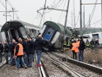 Italien: Ein Zug ist bei Mailand in der Nähe der Ortschaft Pioltello entgleist.