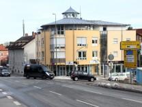 Abbiegespur zur Dinardstraße; Kreuzung Hauptstraße und Söckinger Straße