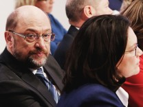 SPD startet in GroKo-Verhandlungen mit Umfragetief