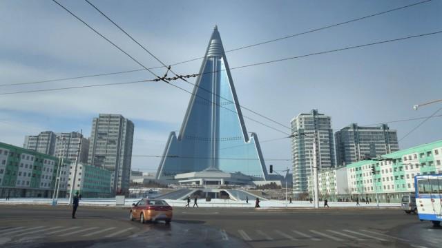 Copyright Teun Voeten December 2017 Pyongyang North Korea DPRK The Ryugyong hotel is with 330