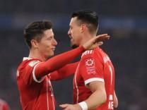Freude bei Robert Lewandowski FC Bayern Muenchen und Sandro Wagner Bayern Muenchen nach seinem T