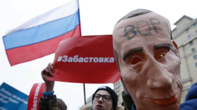 Supporters of Russian opposition leader Navalny attend a rally in Moscow
