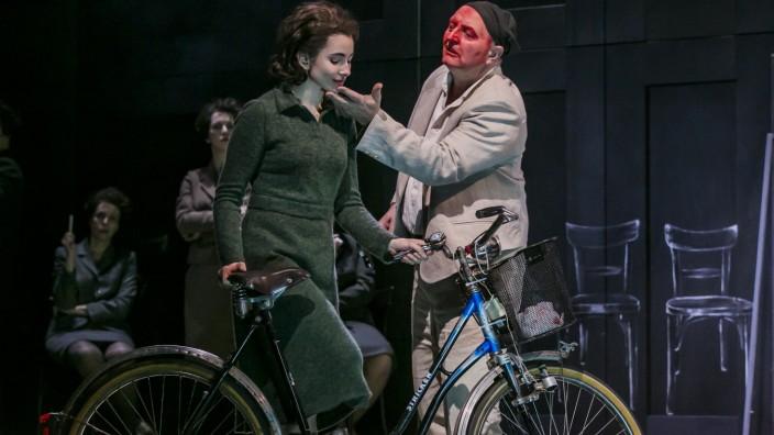 Theater Regensburg, Die Banalität der Liebe