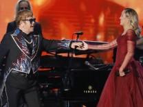 Grammys 2018: Elton John performt gemeinsam mit Miley Cyrus.