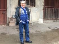Grünen-Politiker Sepp Dürr auf seinem Hof in Germering