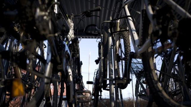 Bruck: Radständer am S-Bahnhhof