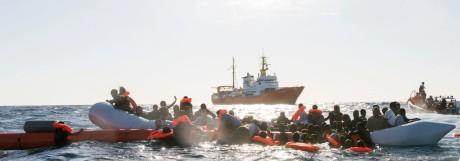 Migranten aus dem Mittelmeer geborgen