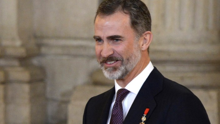 King Felipe Of Spain Delivers Collar Of The Distinguished 'Toison de Oro' To Princess Leonor