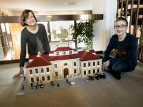 Adele Nebl und ihr Sohn Jonas Nebl haben das Schloss Lustheim aus Lego nachgebaut. Oberschleißheim