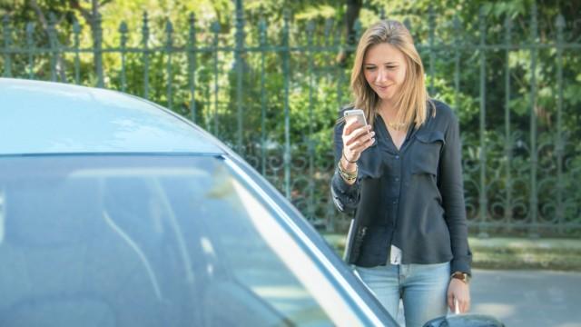 Teile und fahre: Was beim privaten Carsharing zu beachten ist