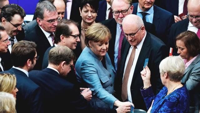 Familiennachzug: Union und SPD stimmen im Bundestag für die Familienzusammenführung.