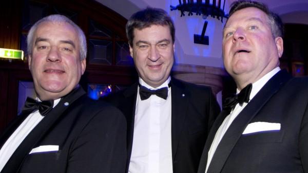 Auf dem Schwarz-Weiß-Ball der Münchner CSU sind regelmäßig die Größen der Partei zur Gast. Im Bild: Ludwig Spaenle, Markus Söder und Josef Schmid.