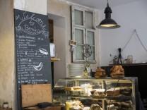 München: Frühstück im Benko Café. Luisenstraße.