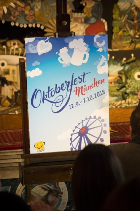 München: Präsentation Oktoberfest-Plakat 2018 mit Bürgermeister Josef Schmid. Gewinner: Designer Dirk Lippmann aus Osnabrück: Himmlisches Oktoberfest.