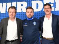 HSV-Vorstand Heribert Bruchhagen und Sportdirektor Jens Todt bei der Vorstellung des neuen Trainers Bernd Hollerbach.