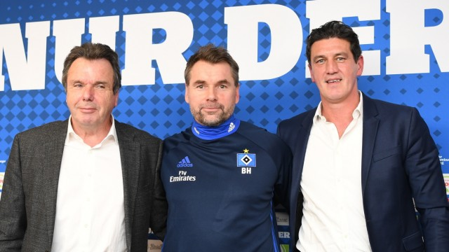 HSV-Vorstand Heribert Bruchhagen und Sportdirektor Jens Todt im Januar 2018 bei der Vorstellung des neuen Trainers Bernd Hollerbach.