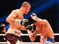 Offizieller WBO Eliminatorkampf im Super Mittelgewicht fuer die Weltmeisterschaft in der Messe Arena; Boxen