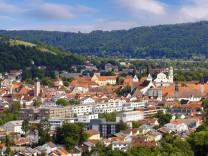 Blick über Eichstätt im Altmühltal: Die Diözese hat im schlimmsten Fall ein Sechstel ihres Anlagevermögens verloren.