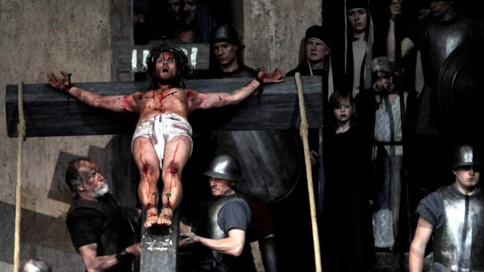 Die Passionsspiele von Oberammergau finden alle zehn Jahre statt.