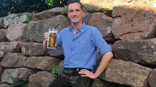 Patrick Karch als männlicher Bierkönigin-Bewerber