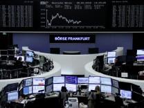 Der DAX hat an der Frankfurter Börse zum Handelsstart 2,8 Prozent verloren.