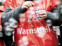 Warnstreik der IG Metall in Baden-W¸rttemberg