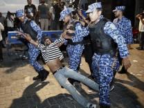 Malediven Ausnahmezustand Präsident Ausschreitungen