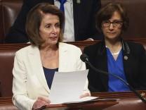 Im Repräsentantenhaus hielt Nancy Pelosi von den Demokraten eine achtstündige Rede.