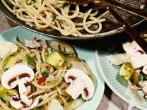 Nur für Das Rezept Pasta mit Avocado Nakamura Foto: Reinhard Hunger, Foodstyling Christoph Himmel