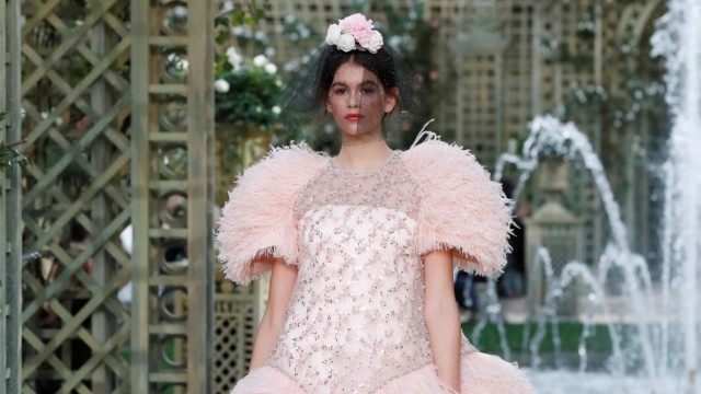 Model Kaia Gerber presents a creation by German designer Karl Lagerfeld as part of his Haute Couture Spring-Summer 2018 fashion collection for fashion house Chanel in Paris