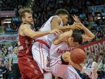 Danilo BARTHEL 22 FCB Augustine RUBIT 21 BA und Nikolaos ZISIS 6 BA Basketball FC Bay