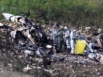 Israeli security forces examine the remains of an F-16 Israeli war plane near the village of Harduf; 2018-02-10T095257Z_1236839700_RC1EB7041EC0_RTRMADP_3_MIDEAST-CRISIS-SYRIA-ISRAEL