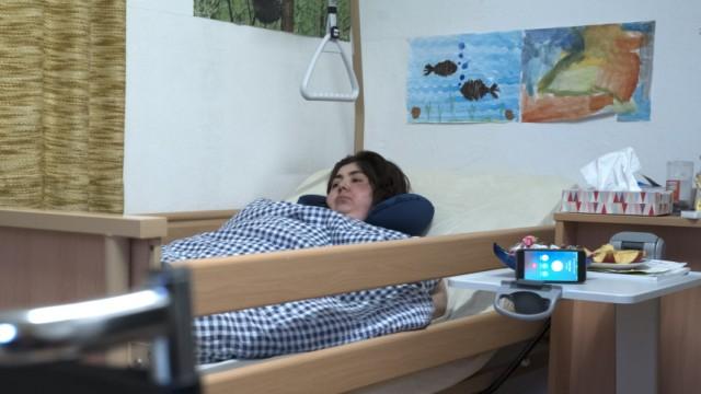 Flüchtlingspolitik: Ein Armenier wird abgeschoben, obwohl seine sterbenskranke Mutter auf seine Hilfe angewiesen ist.
