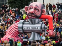 Political Satire Dominates Rose Monday Carnival Parades