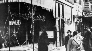 Zerstörte Geschäfte nach der 'Reichskristallnacht' in Berlin, 1938