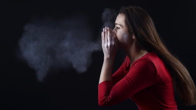 Young woman sneezing model released PUBLICATIONxINxGERxSUIxAUTxHUNxONLY BFRF000331