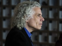 Steven Pinker, a professor of psychology at Harvard University and the author of 10 books, at a lunch with Bill Gates, the entrepreneur turned philanthropist, in Kirkland, Wash.