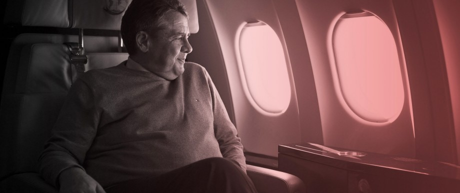 SPD-Bundesaußenminister Sigmar Gabriel auf dem Flug nach Belgrad