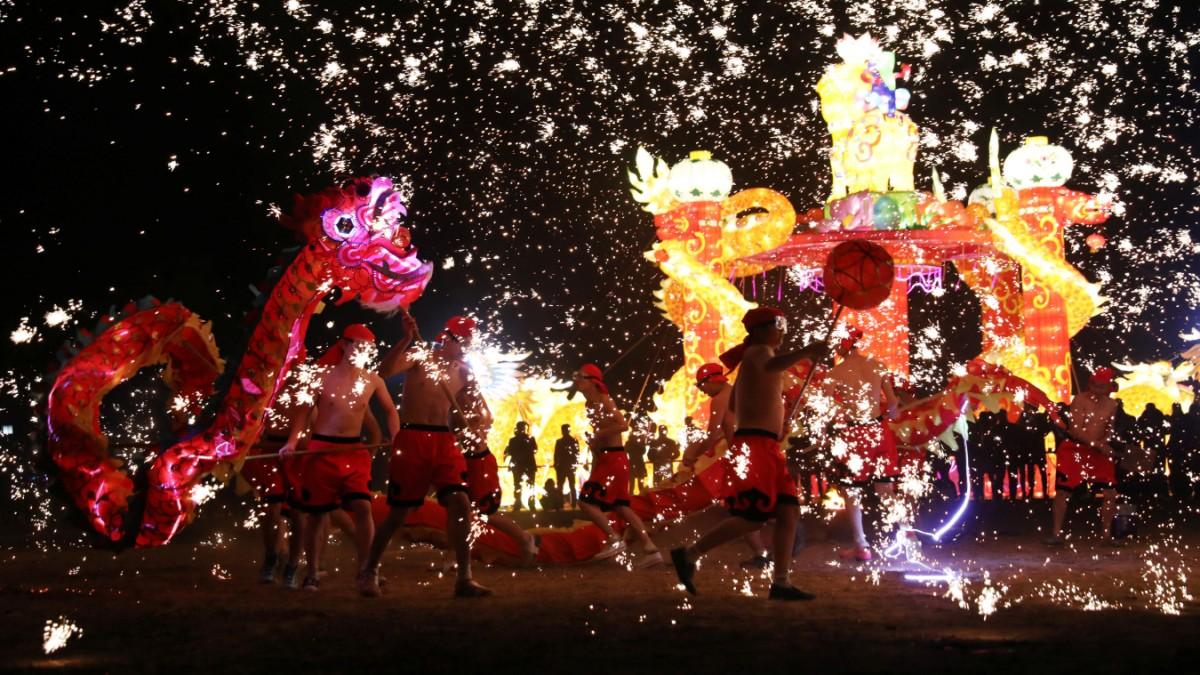 Chinesisches Neujahr - Party im Namen des Hundes - Panorama ...