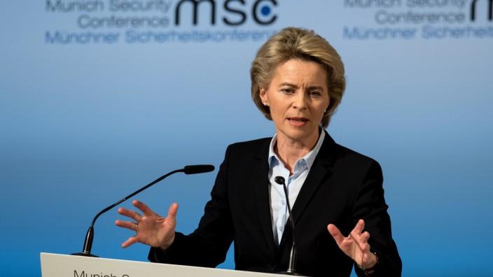 Bundesverteidigungsministerin Ursula von der Leyen (CDU) spricht während der Münchner Sicherheitskonferenz.
