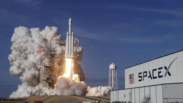"""Rakete ´Falcon Heavy"""" hebt zu Jungfernflug ab"""